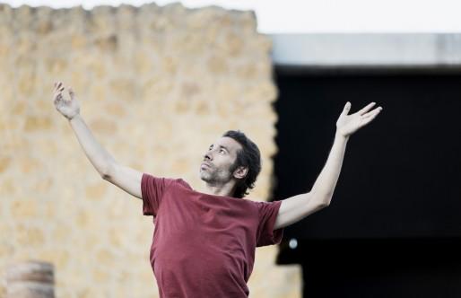 ISRAEL GALVÁN SE ACERCA AL MUNDO DE LAS SUPERSTICIONES CON SU ESPECTÁCULO  «Dju-Dju»