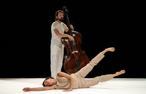 Antonio Ruz y Pablo Martín Caminero ponen las suites de Bach al servicio de la danza en el Castillo de Alcalá de Guadaíra